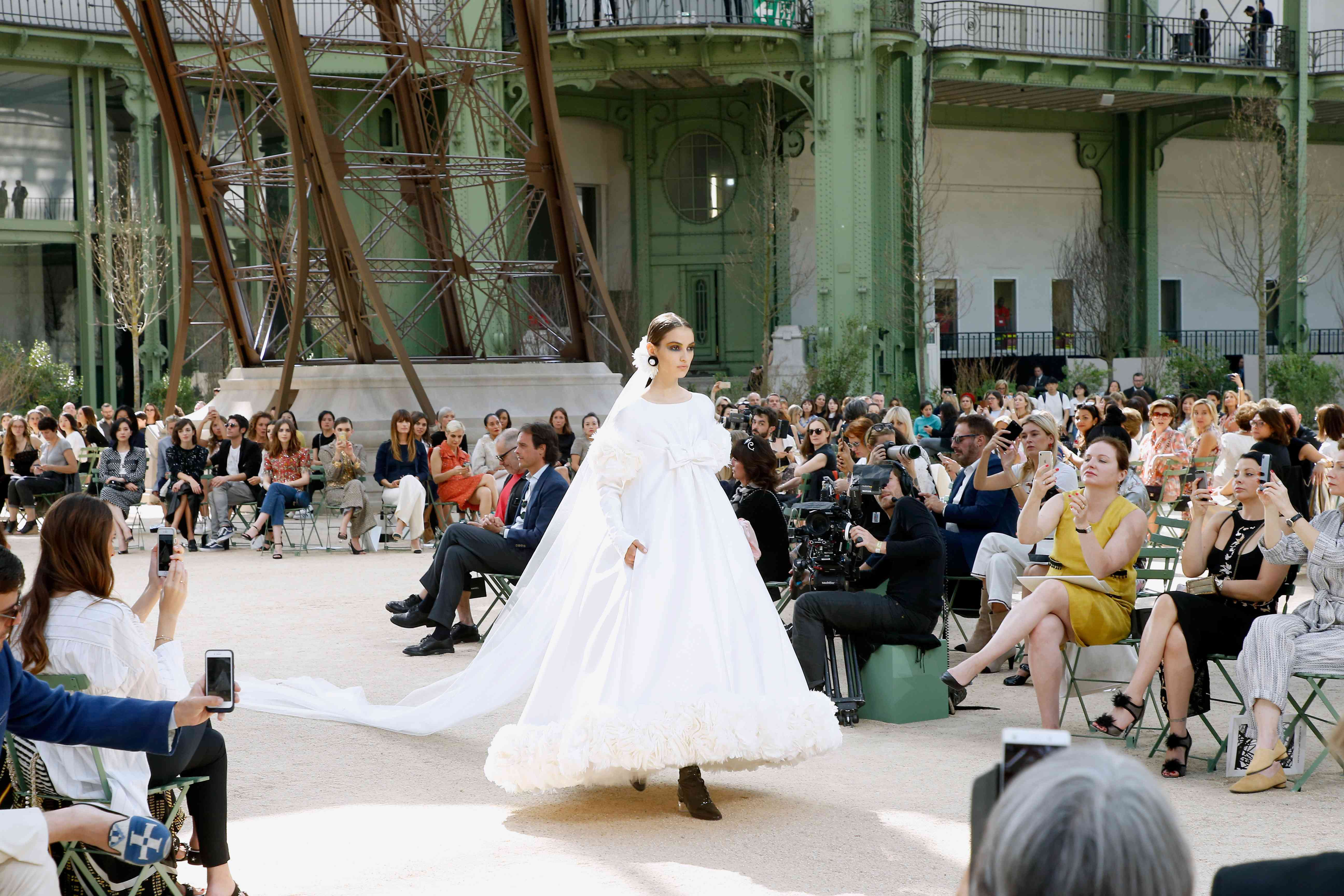 How to Choose Your Dream Wedding Dress: 70 Things to Know