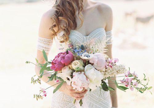 <p>bride with bouquet</p>