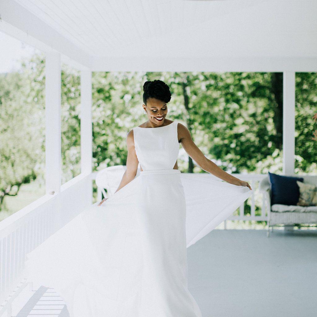 <p>bride natural hair a-line wedding dress</p><br><br>
