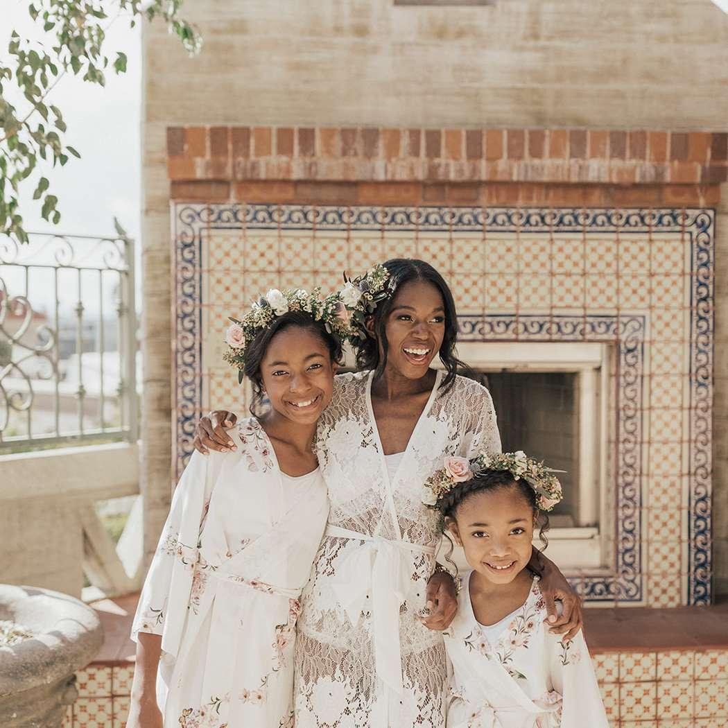bride with junior bridesmaids