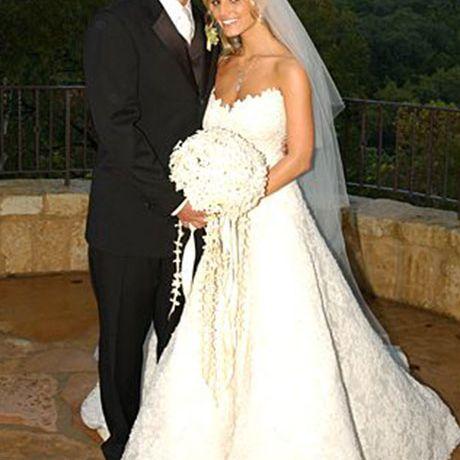 Jessica Simpson marries Nick Lachey in Vera Wang, 2002