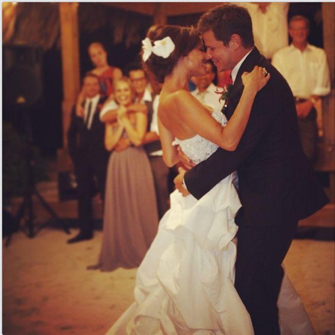 Vanessa Minnillo marries Nick Lachey in Monique Lhuillier, 2011