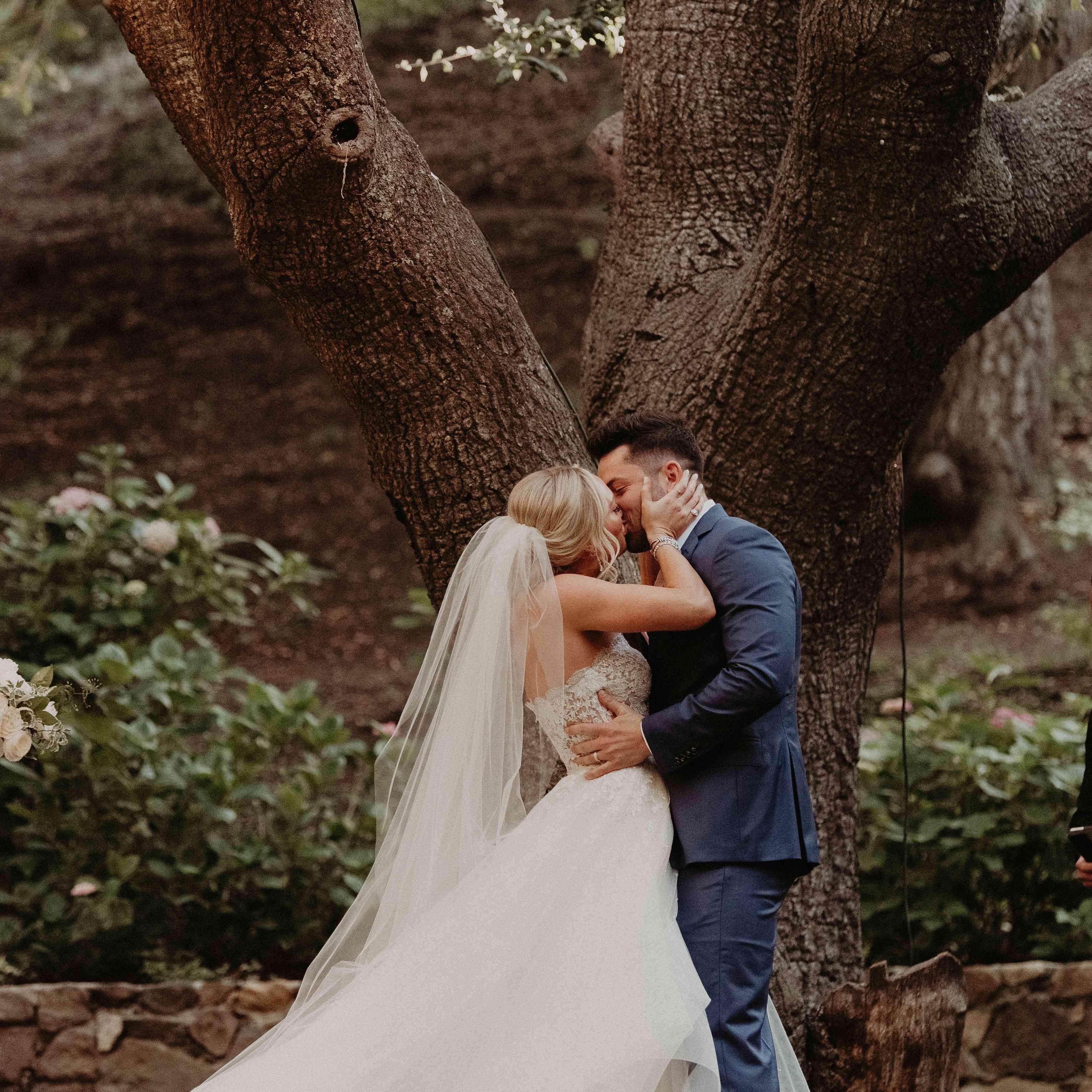 Baker Mayfield Wedding, first kiss
