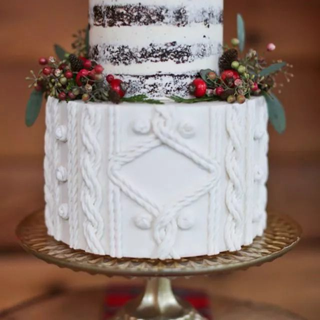 Gingerbread with Pear Compote and Vanilla Buttercream Cake