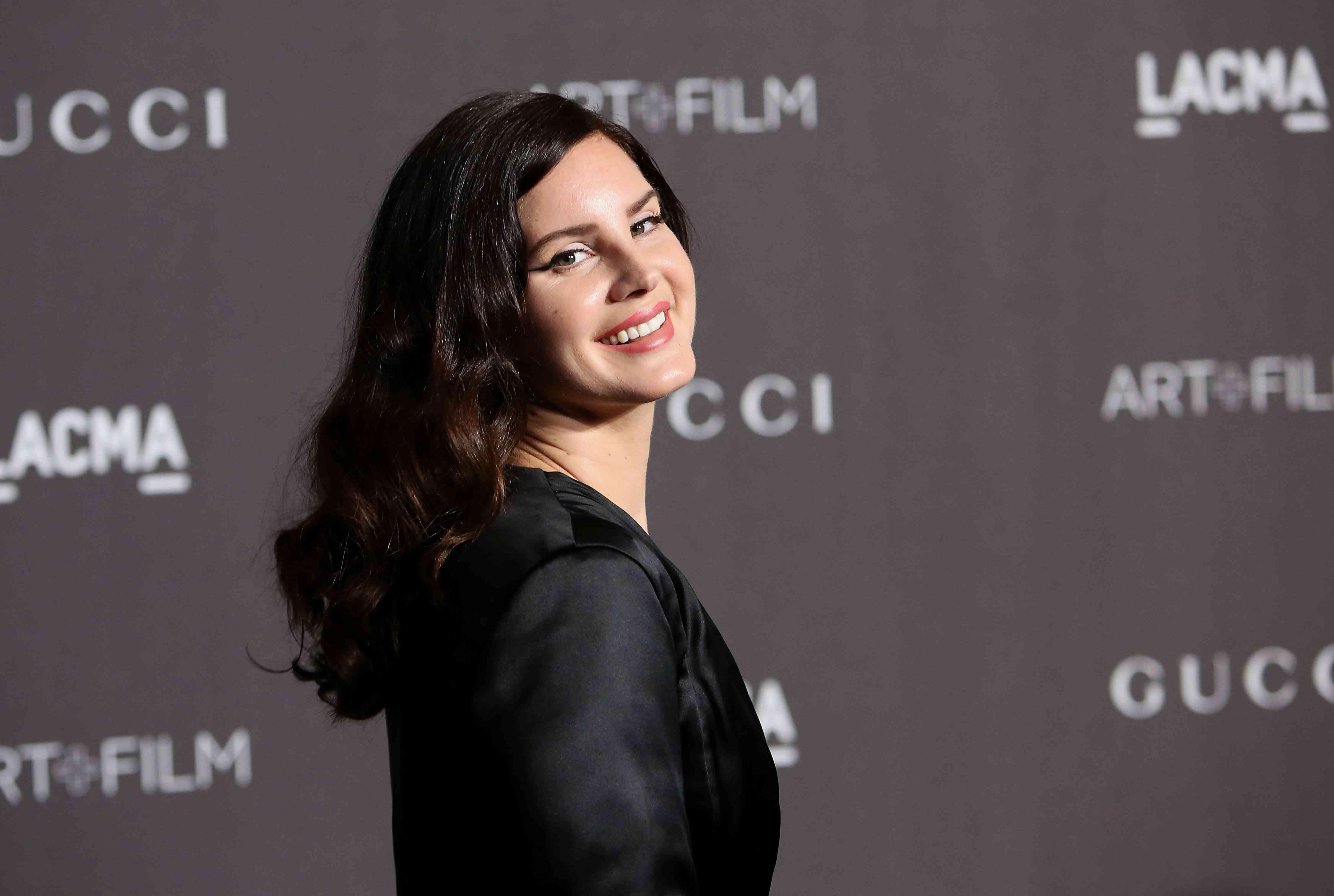 Lana Del Rey engaged
