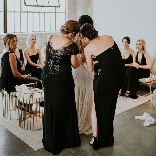 bride getting ready with bridal party