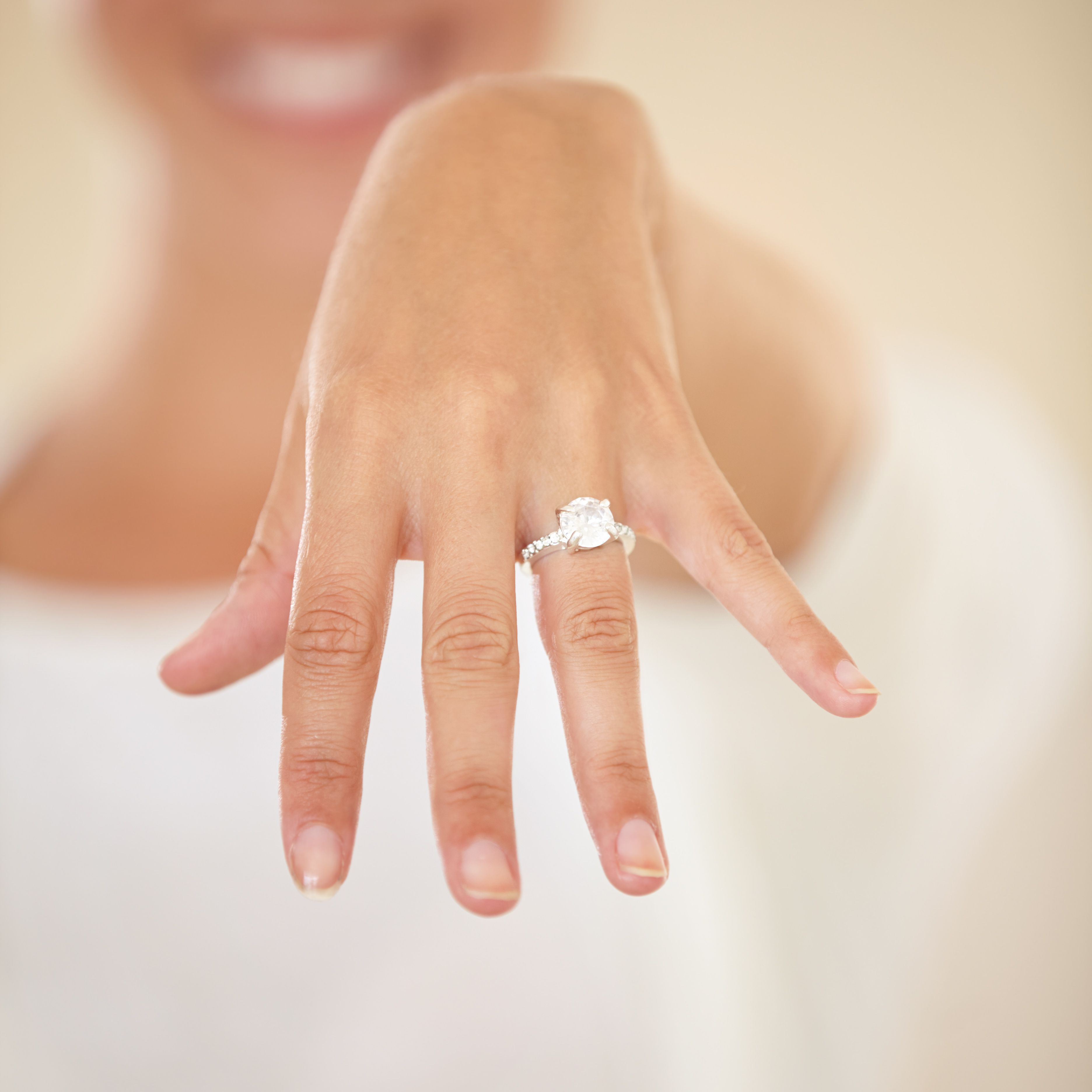 Wedding Ring Which Hand.Alternative Ways To Wear Your Engagement Ring And Wedding Band