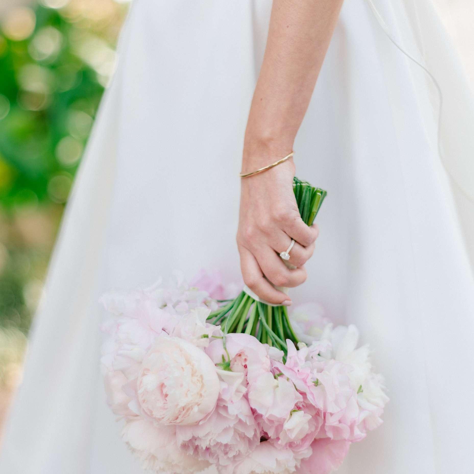 <p>bride's bouquet peonies</p><br><br>