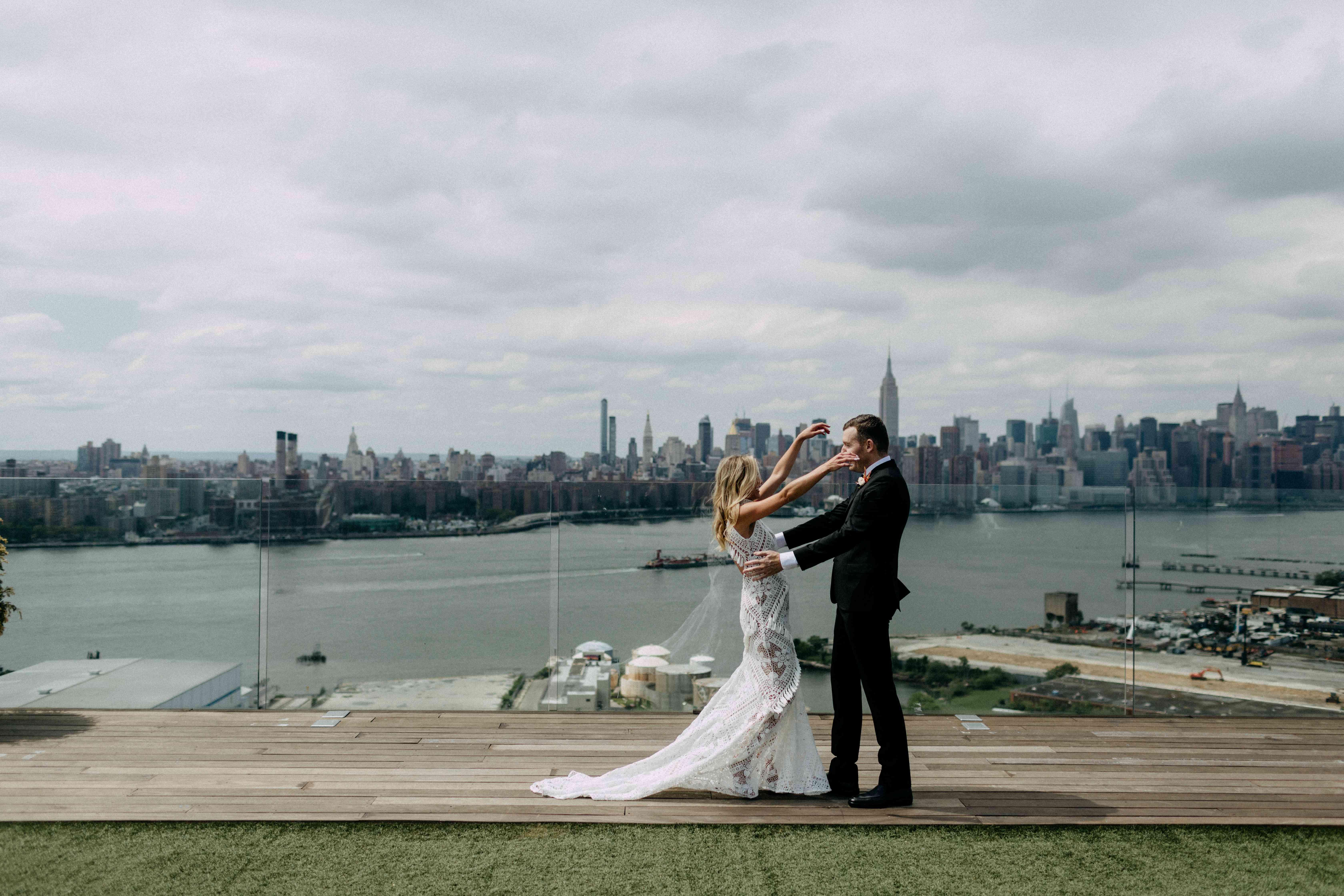 Bride and groom new york skyline