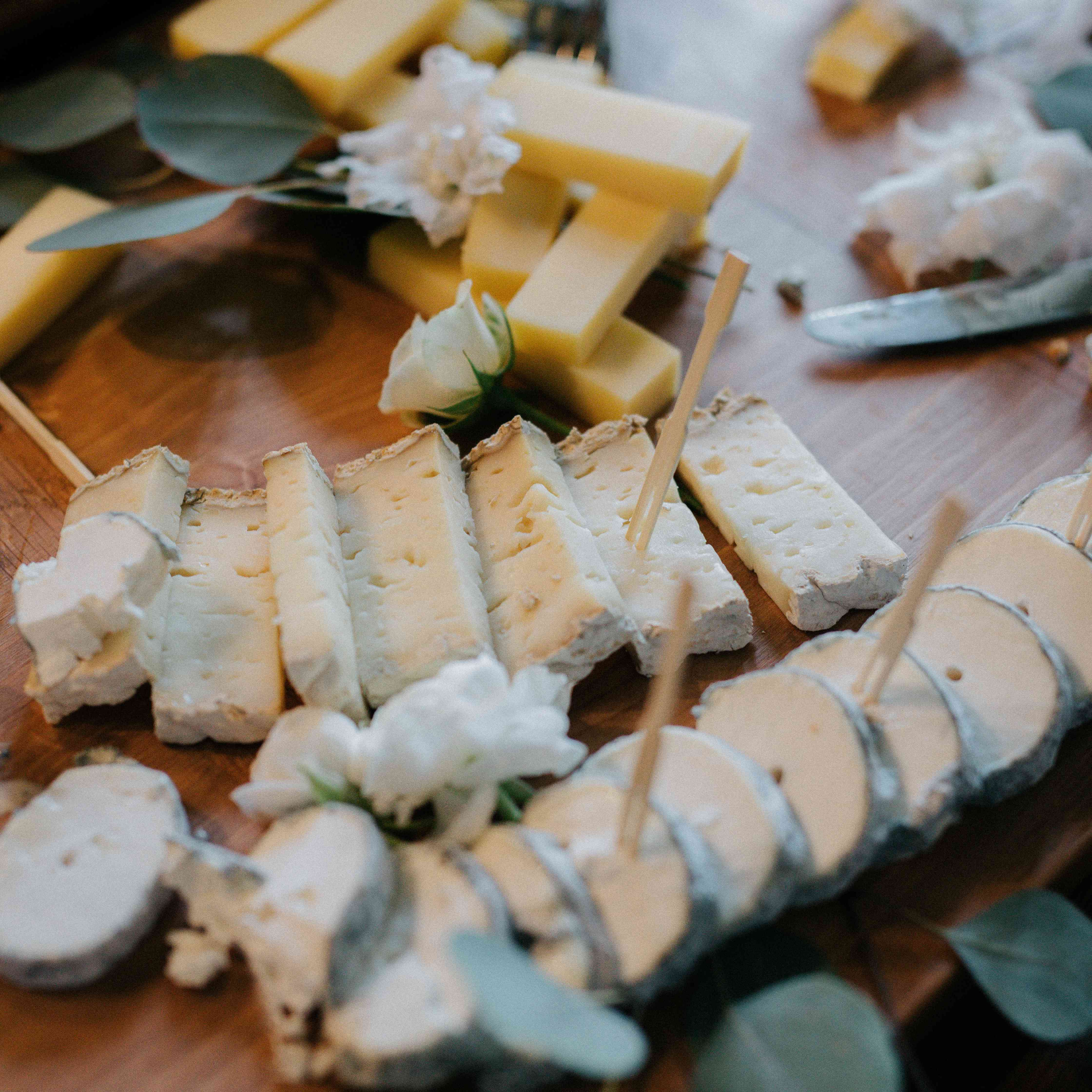 <p>cheese board hors d'oeuvres</p><br><br>