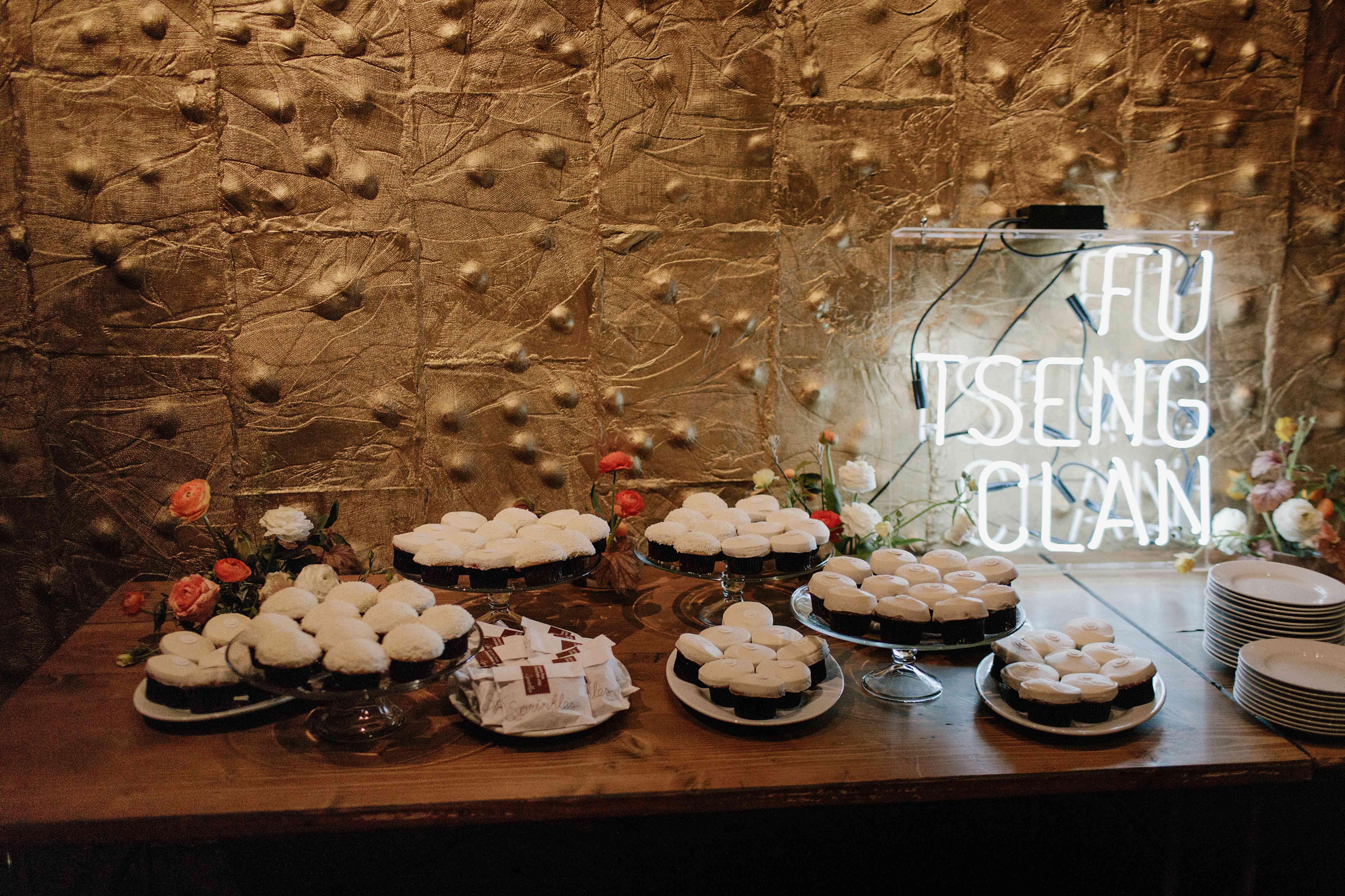 <p>Dessert table</p><br><br>