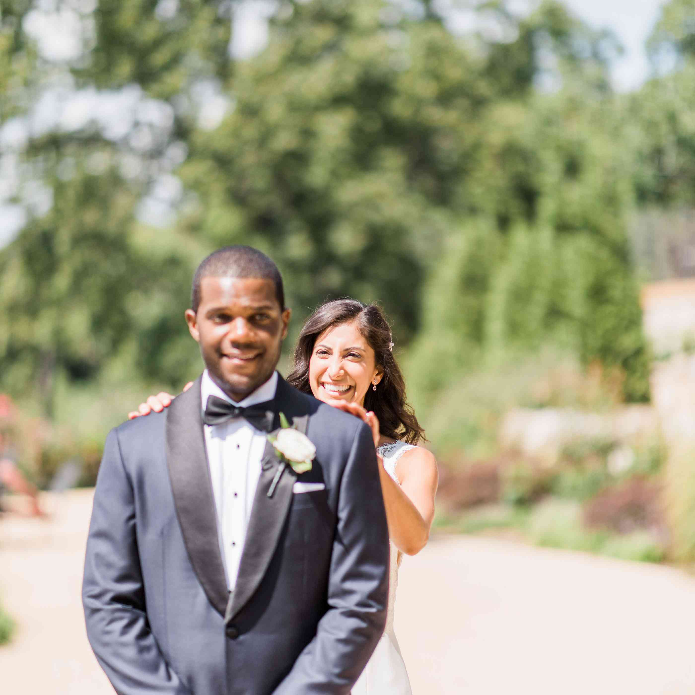 How To Pose For Wedding Photos Tips And Ideas