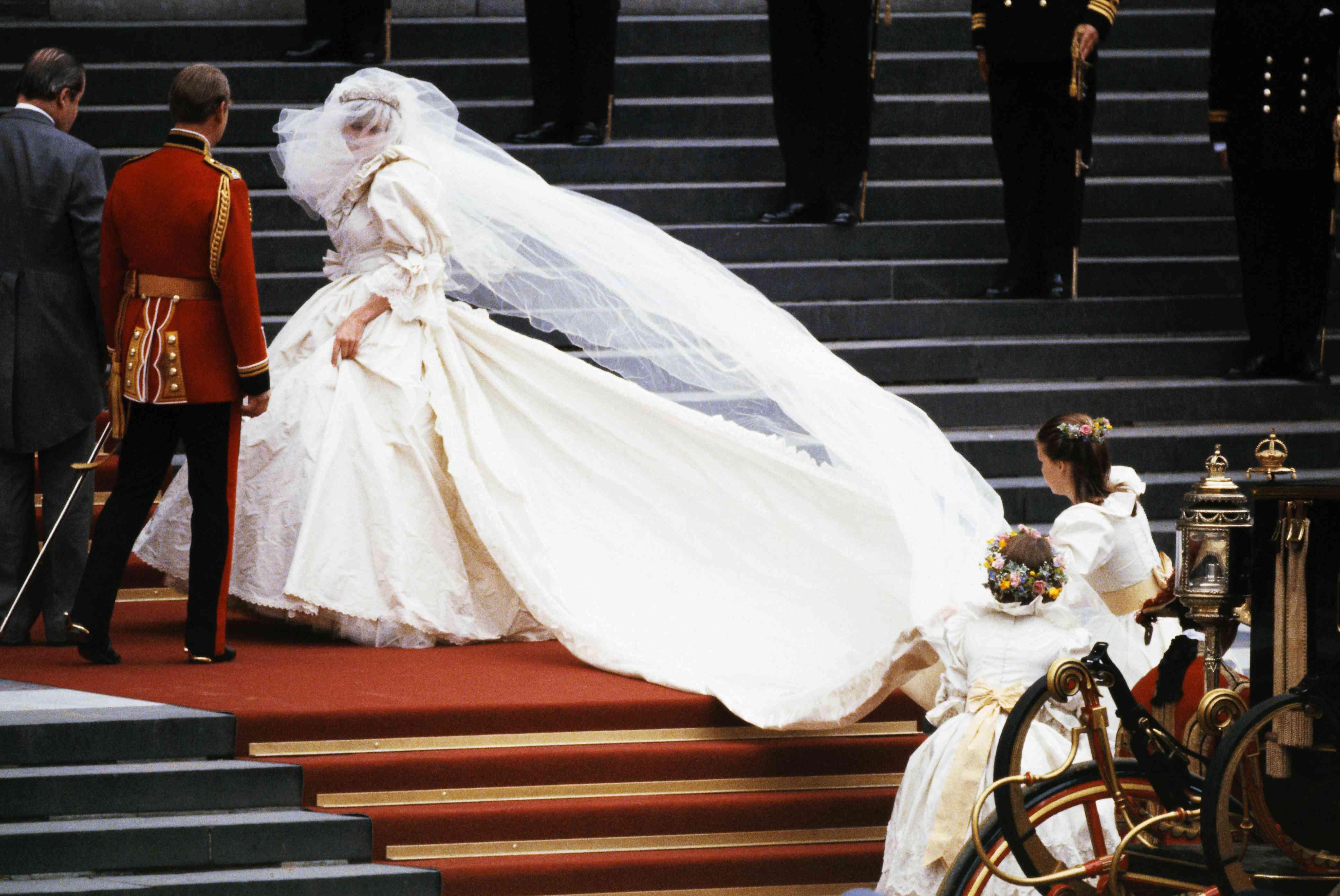 Diana Wedding Dress.Happy Birthday Princess Diana The Most Iconic Celebrity Bride