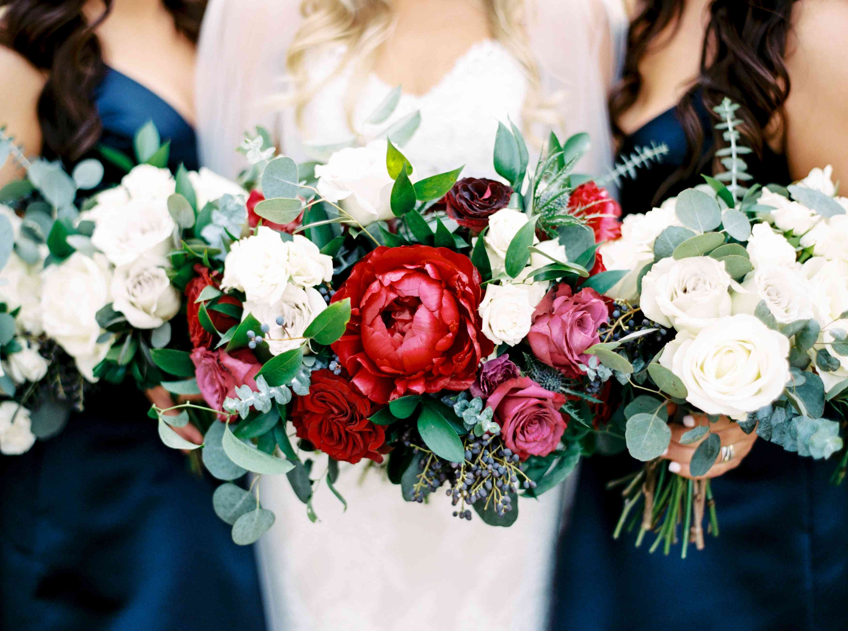 27 Romantic Red Wedding Bouquets