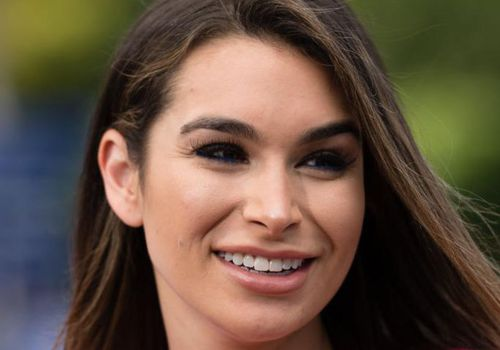 "Ashley Iaconetti visits ""Extra"" at Universal Studios Hollywood."