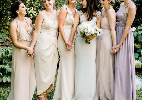 <p>bride with bridesmaids</p>