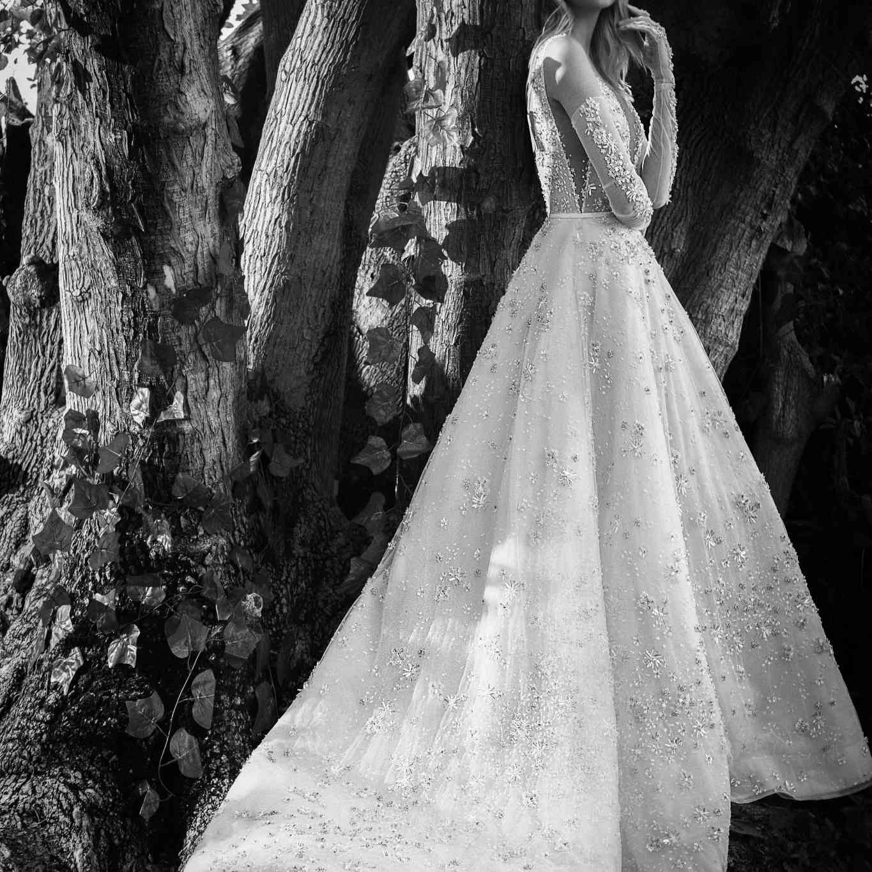 Snow White sleeveless wedding dress
