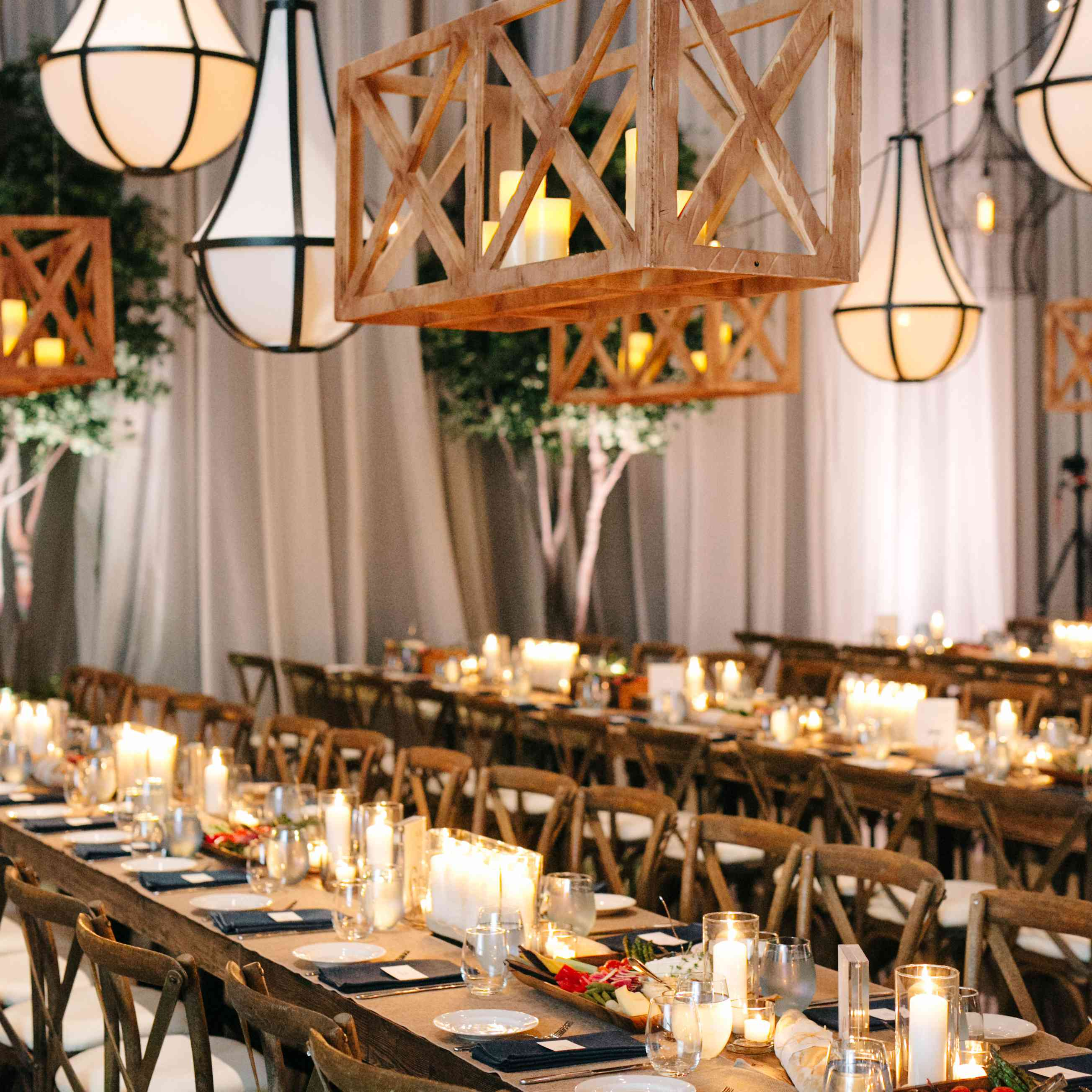 <p>Table setting</p><br><br>