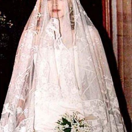 Madonna marries Guy Richie in Stella McCartney, 2000