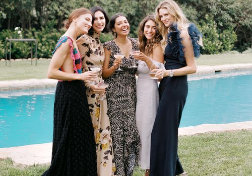 <p>wedding guests in maxi dresses</p>