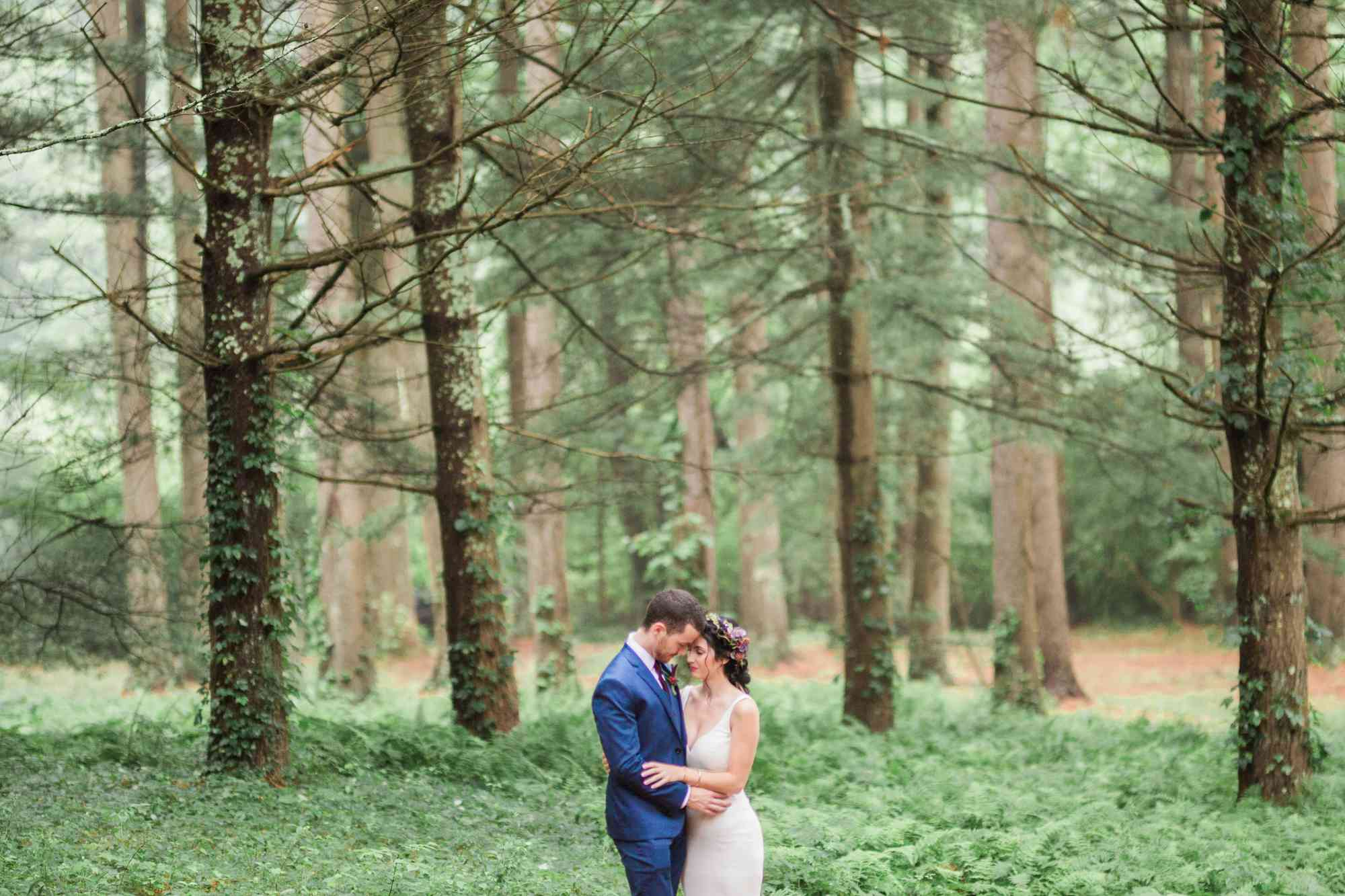 <p>Wedding photo at Chatfield Hollow State Park</p>