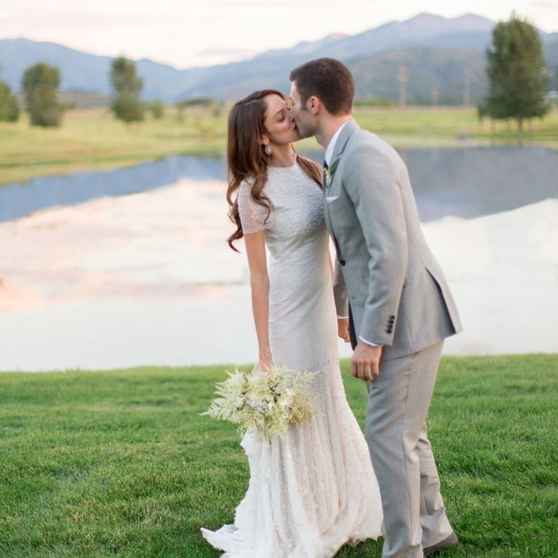8feca7d32d7 Our 50 Favorite Real Wedding Photos From 2018