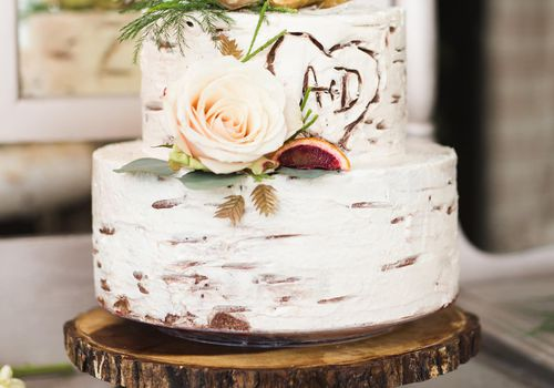 Tree-Inspired Rustic Wedding Cake with Roses