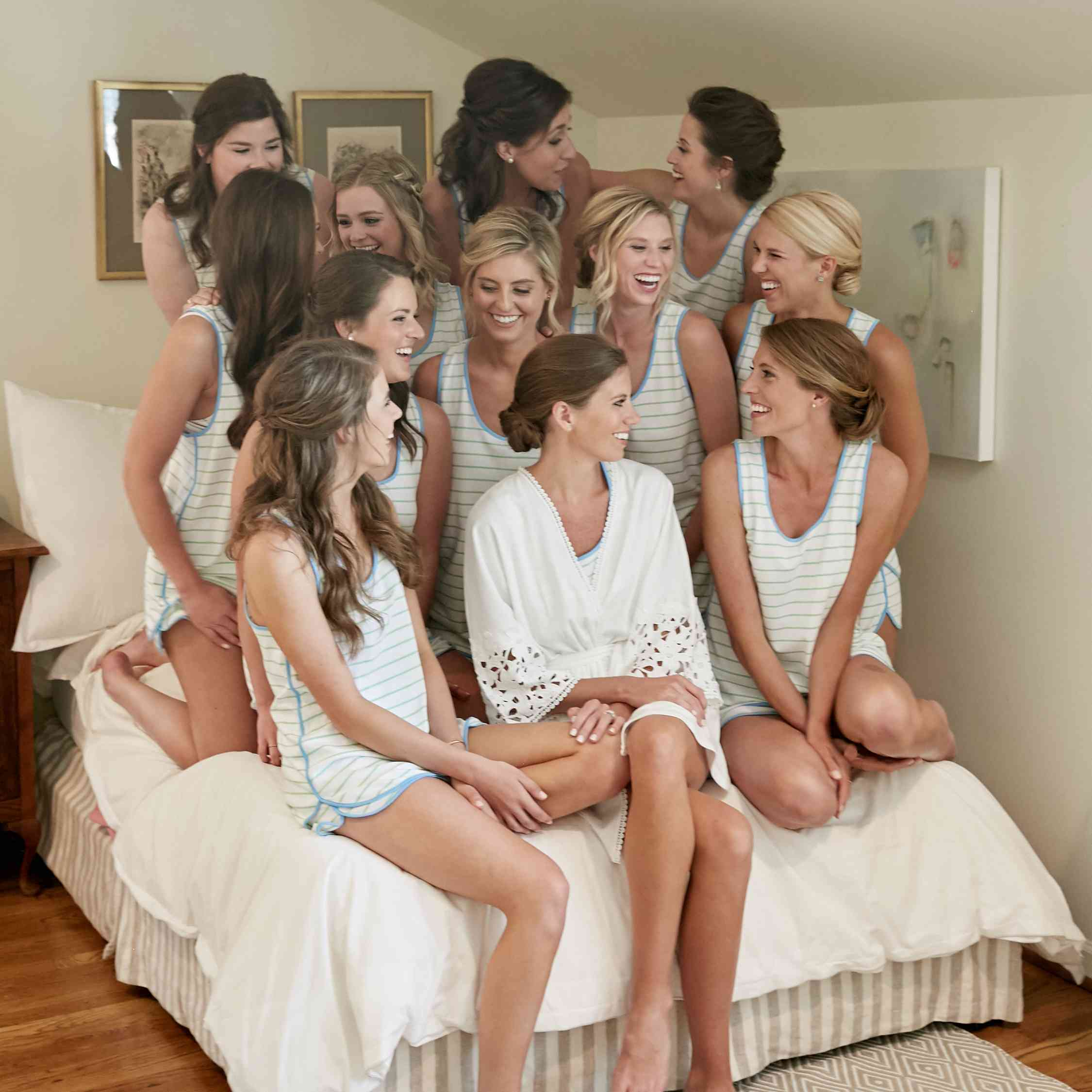 <p>bridesmaids getting ready</p><br><br>