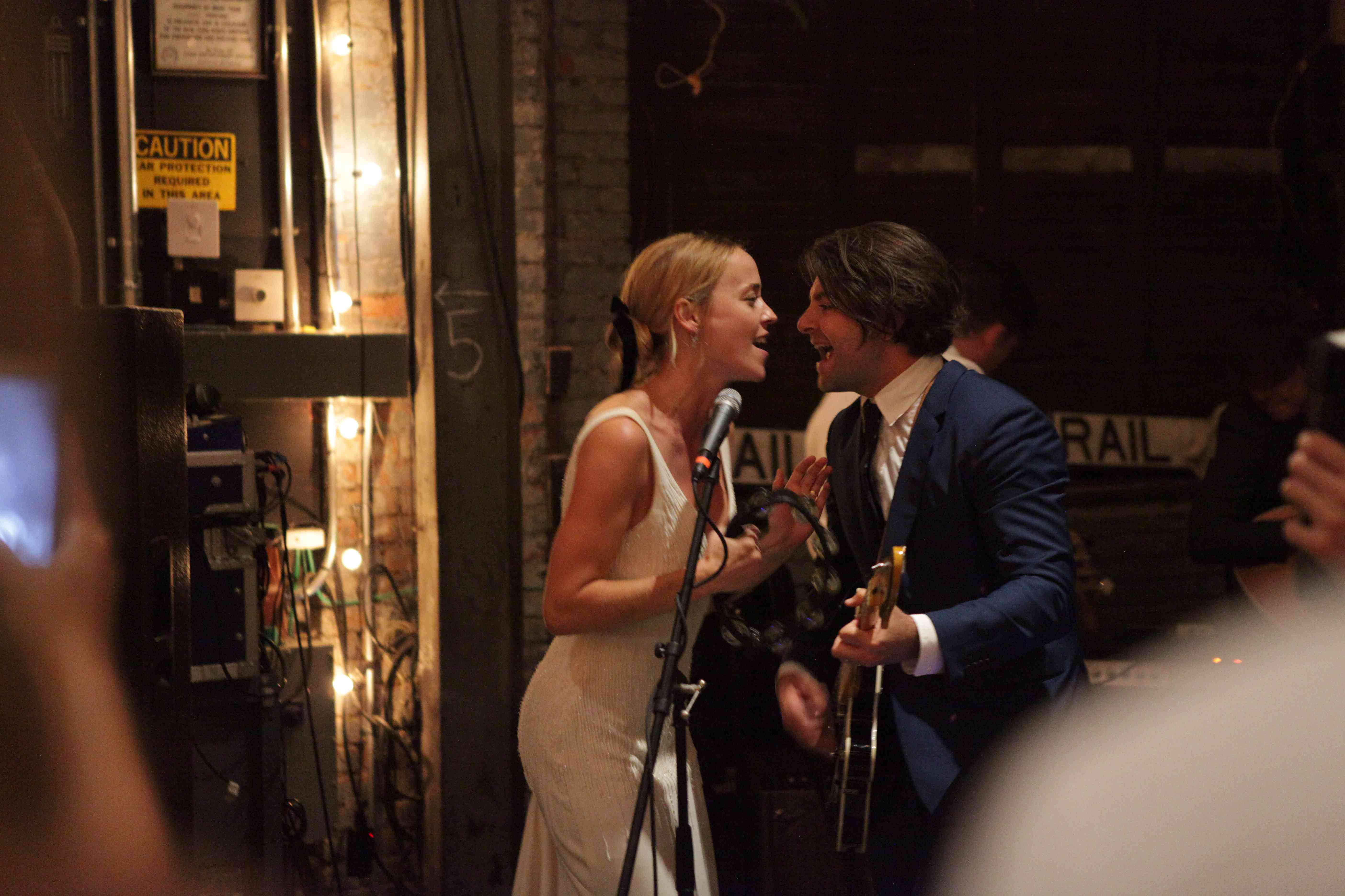 <p>bride and groom singing in wedding live band</p><br><br>