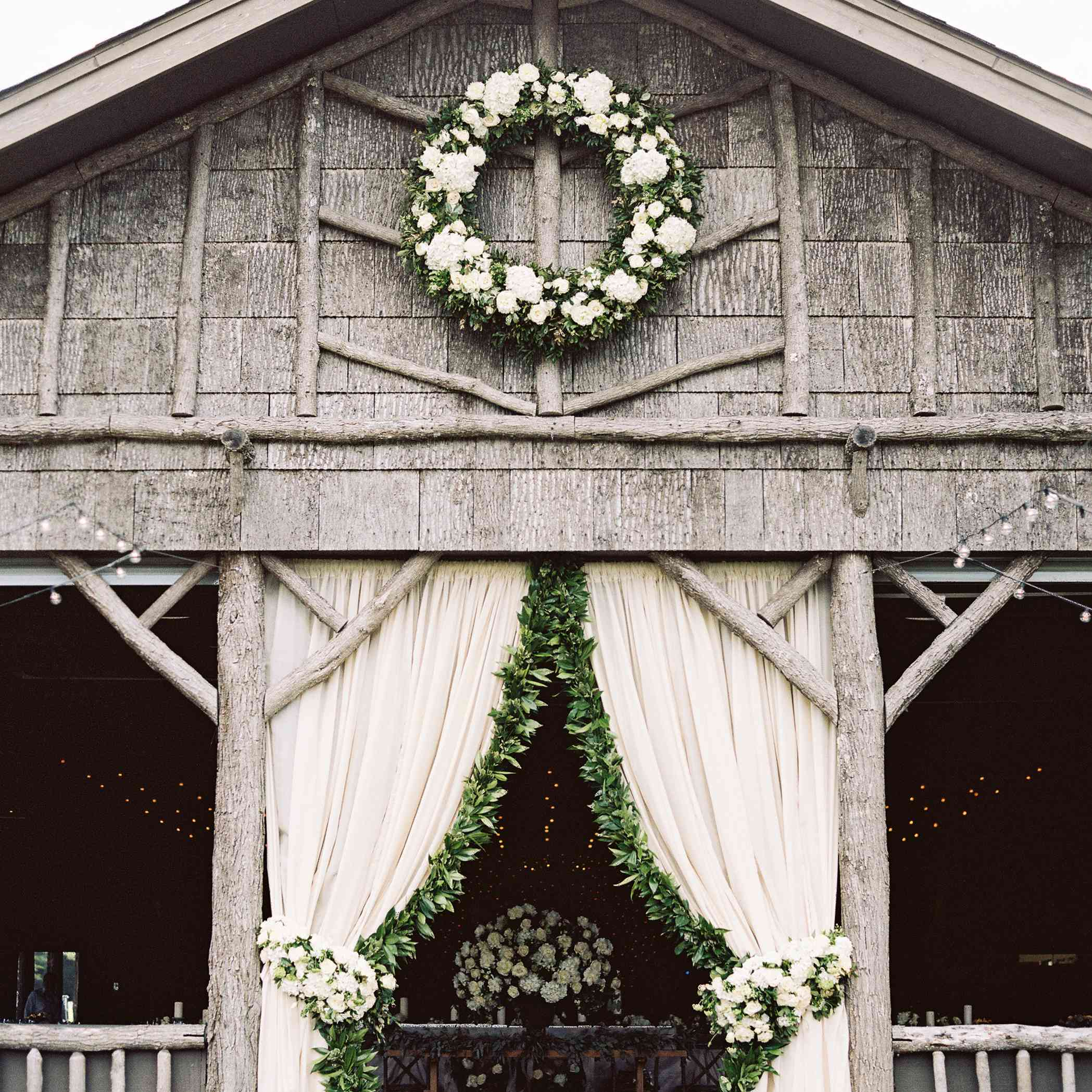 <p>greenery wreath</p><br><br>