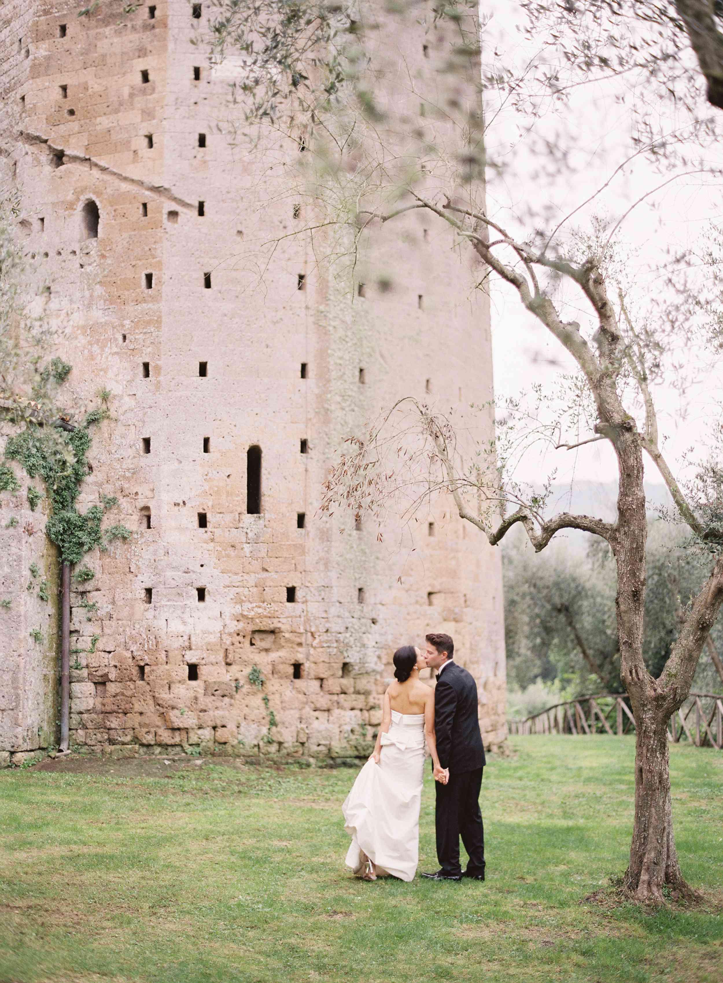 classic la badia italian wedding, bride and groom kissing outdoors