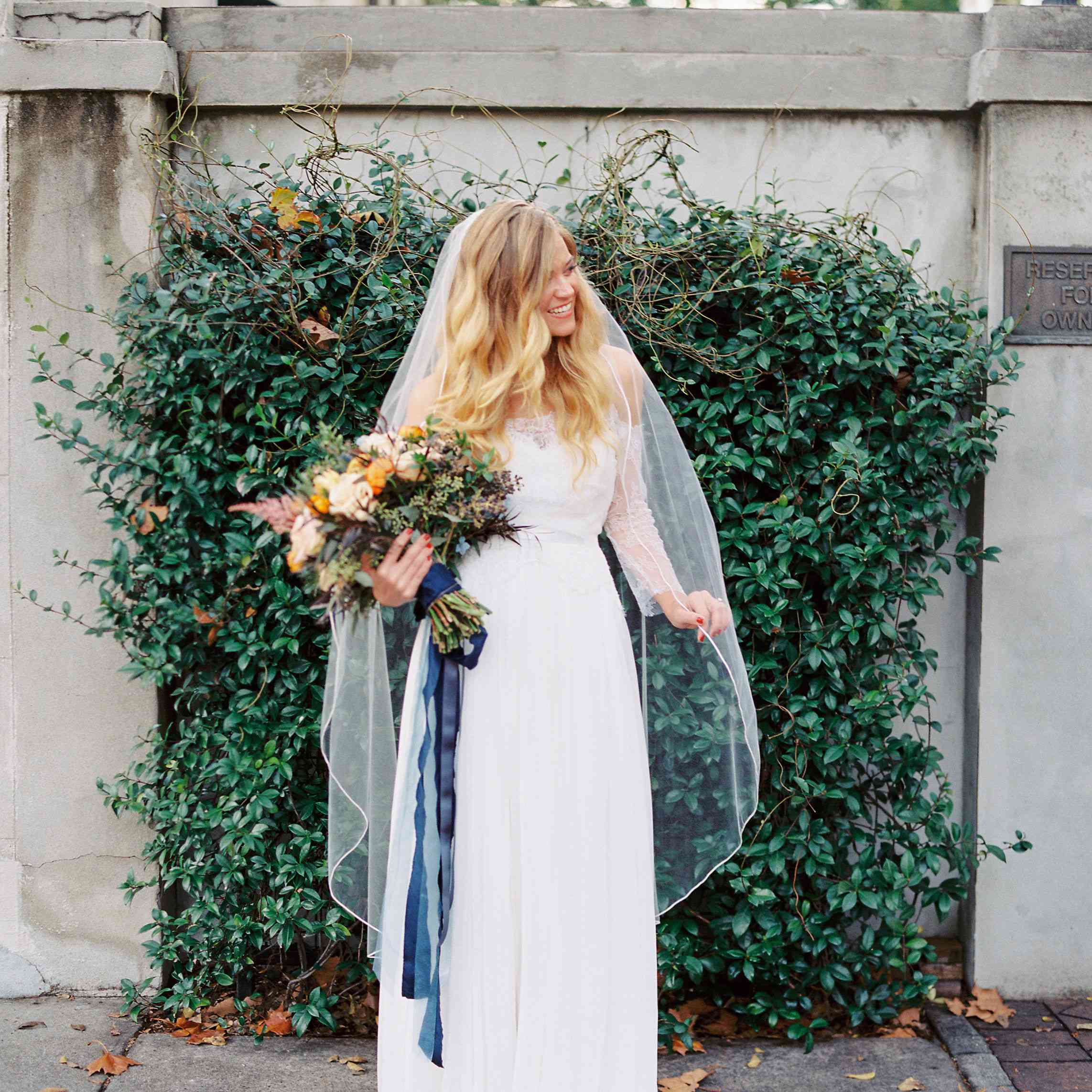 whimsical savannah wedding, bride holding bouquet