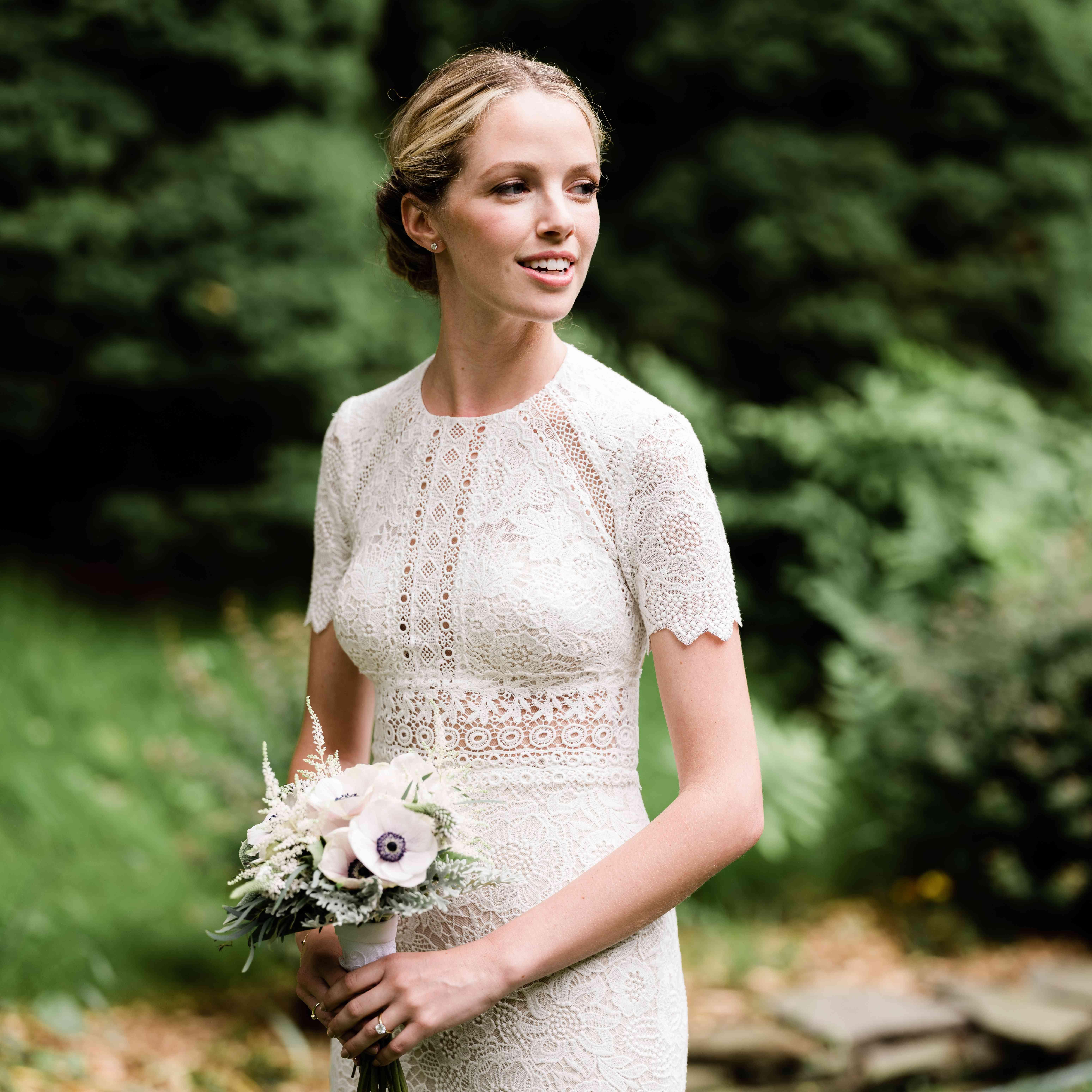 <p>short sleeve lace wedding dress</p><br><br>