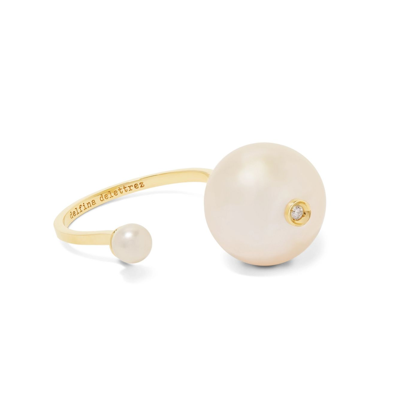Gold band with two pearls and diamond