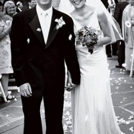 Elizabeth Banks marries Max Handleman in Christian Dior, 2003