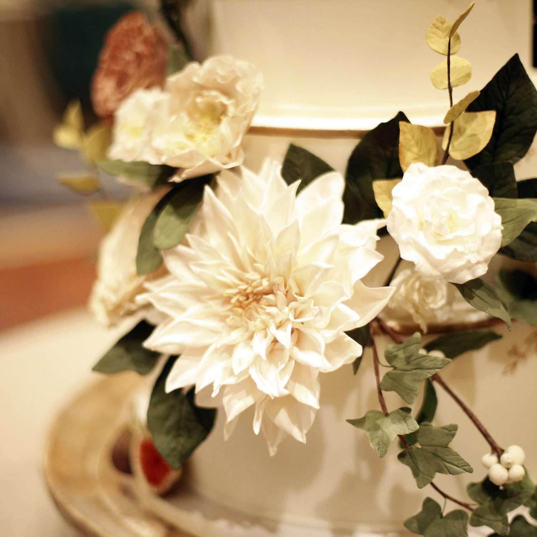 <p>sugar flowers on wedding cake</p><br><br>