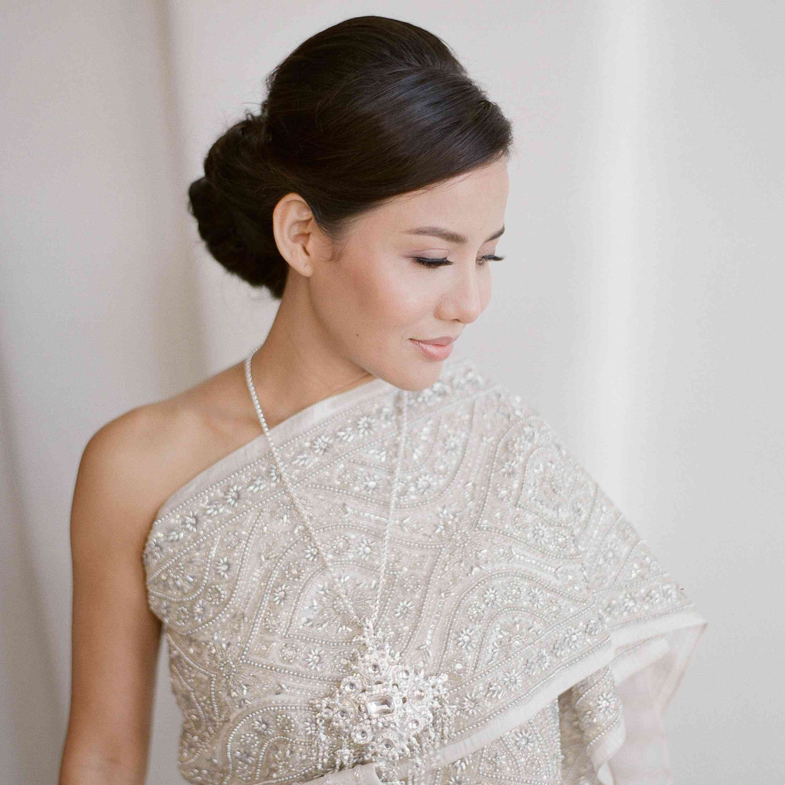 7 Bride Compliments: Here's What She Wants to Hear at Her