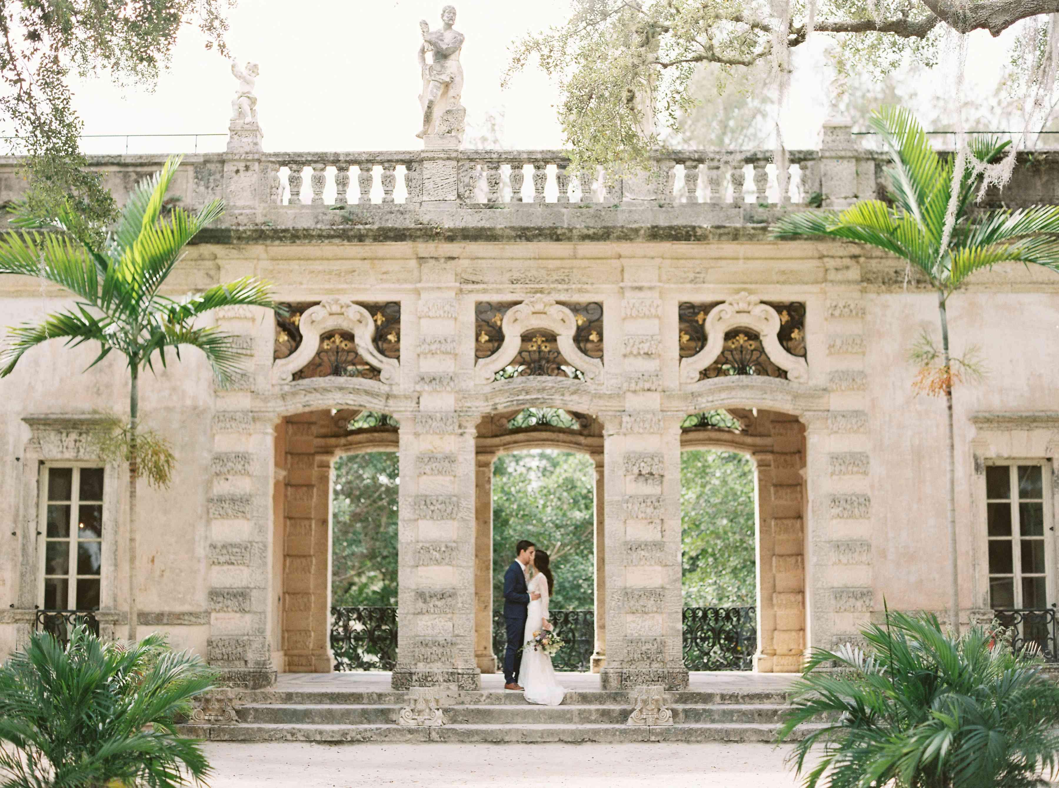 <p>Wedding photo at Vizcaya Museum and Gardens</p>