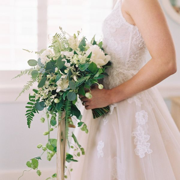 5 Wedding Bouquet Etiquette Questions Answered