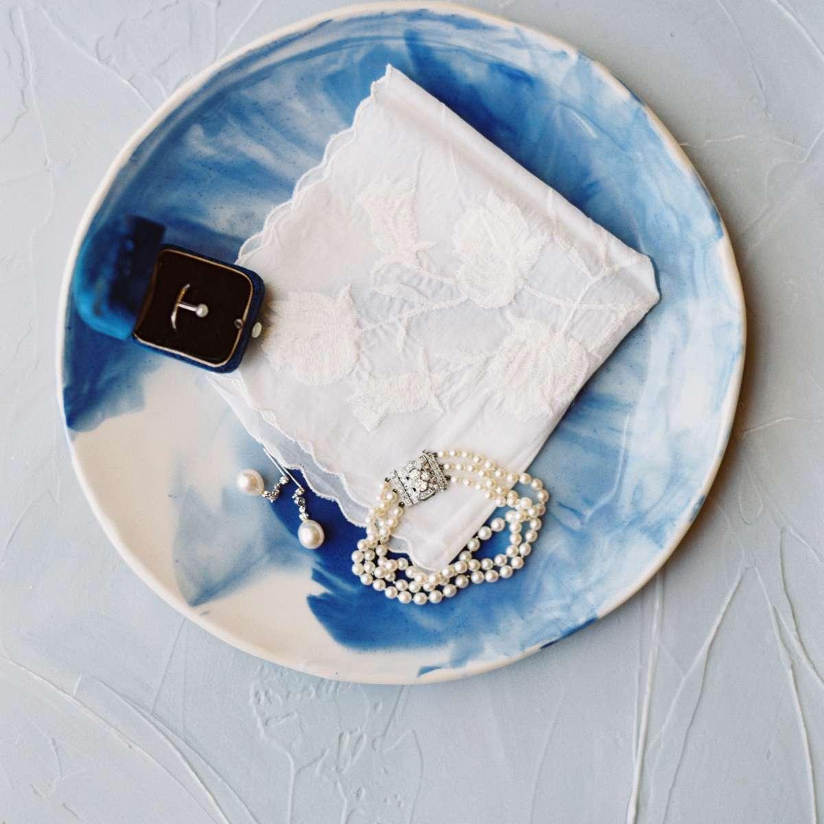 bride's wedding day accessories