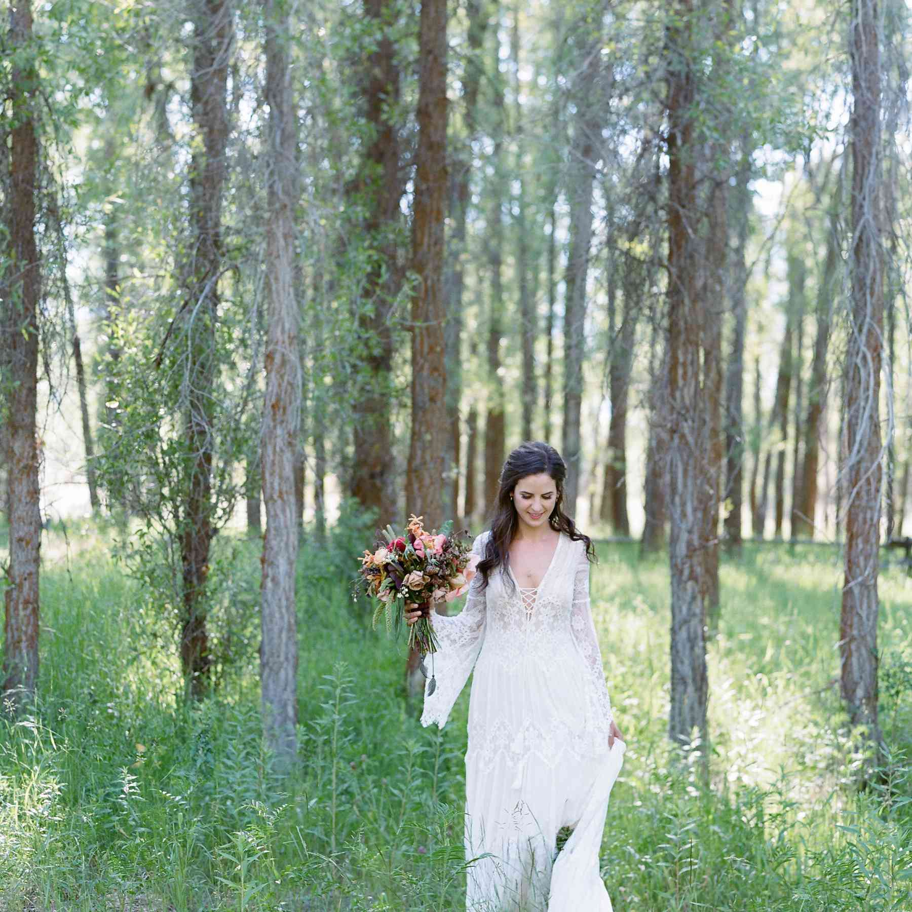 <p>Bride solo with bouquet</p><br><br>