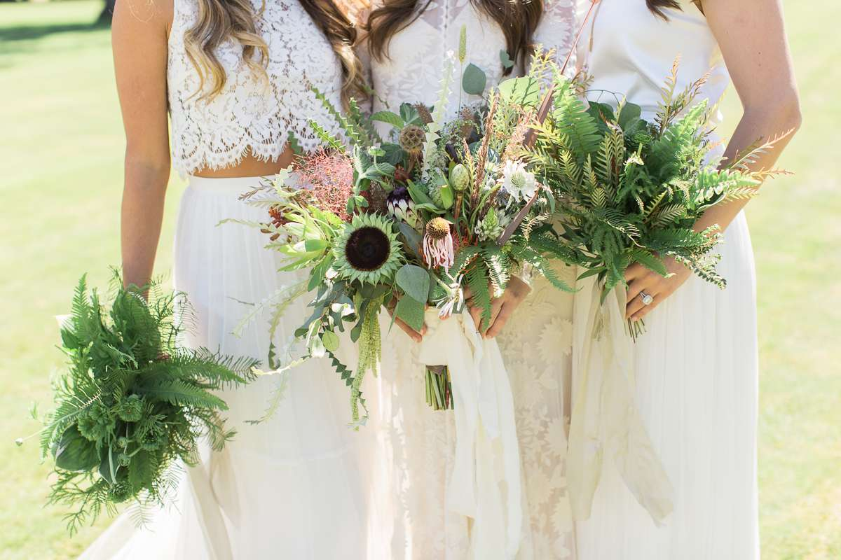 <p>Bride and bridesmaids holding bouquets</p><br><br>
