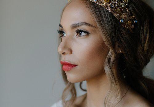 Bride with tiara closeup