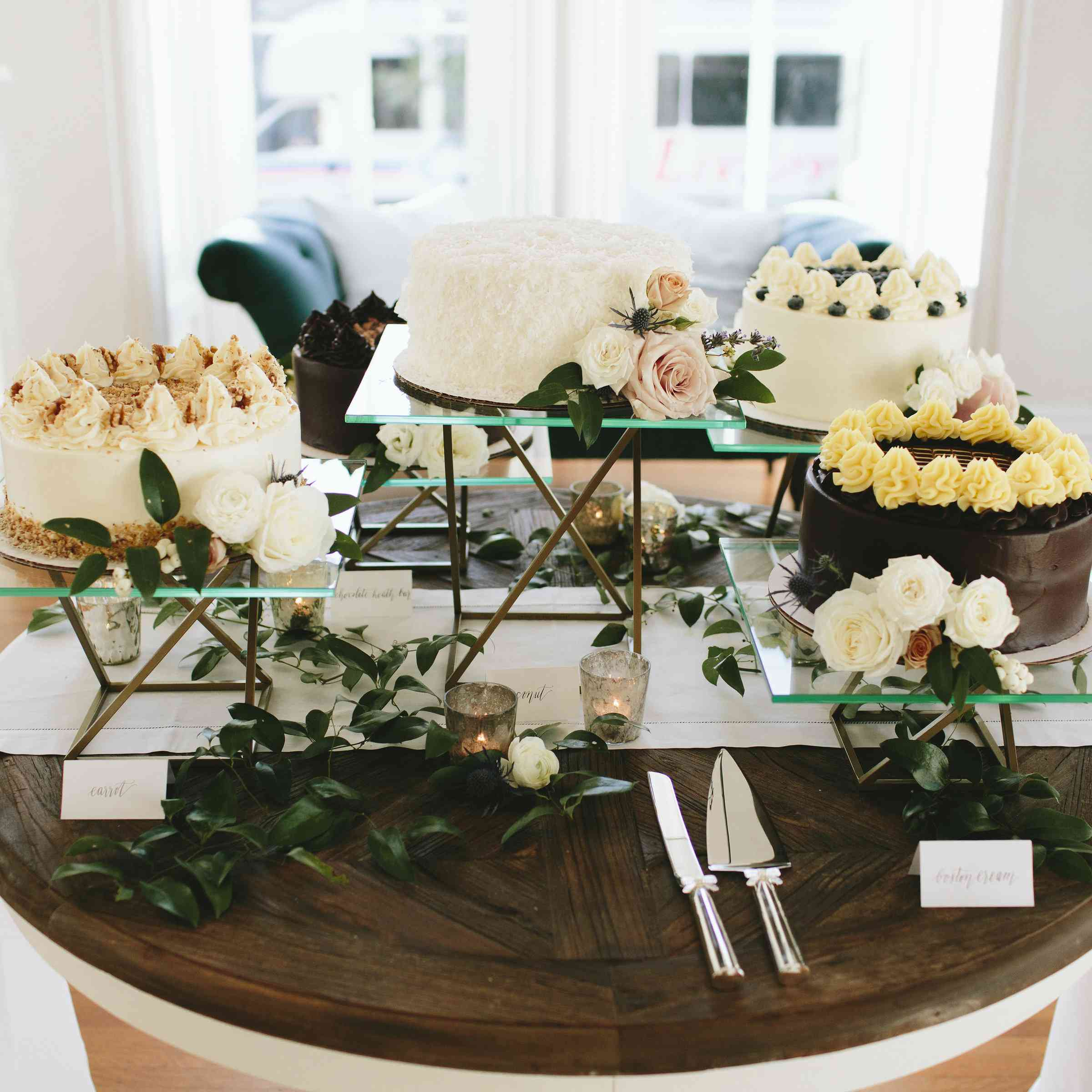 <p>cake table</p><br><br>
