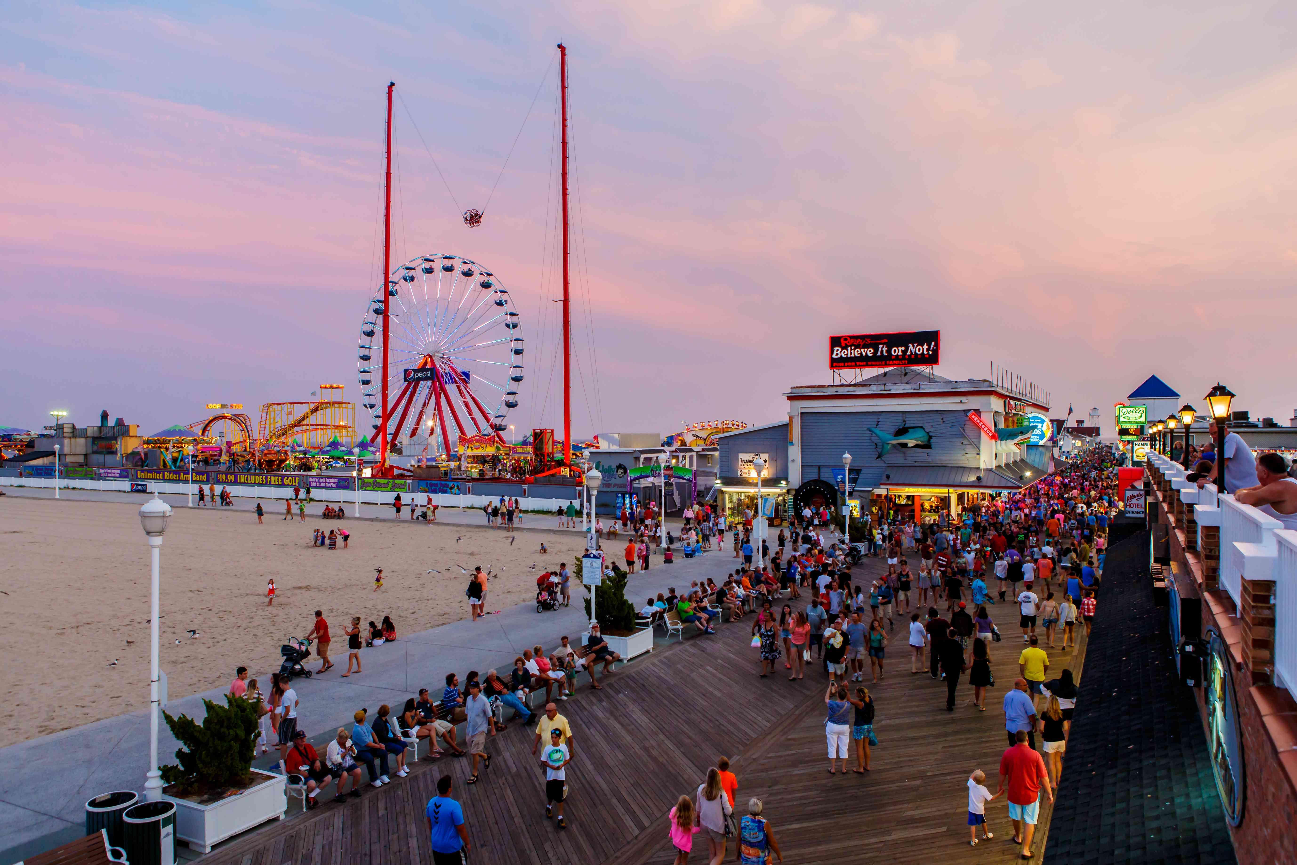 Busy Ocean City boardwalk