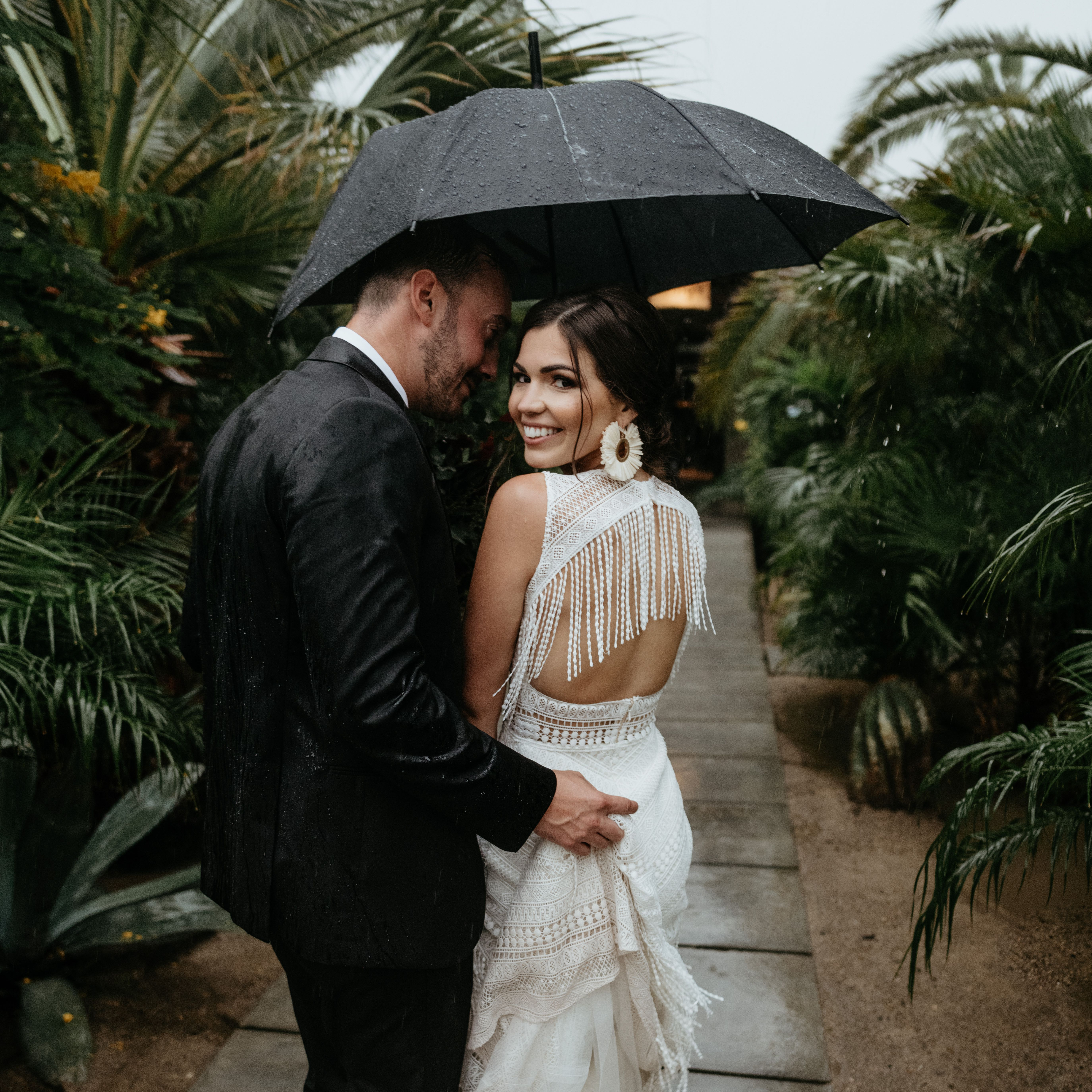 9 Wedding Photos That Prove Rain on Your Big Day Is No Big Deal