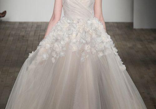 <p>Jim Hjelm Wedding Dress Spring 2018</p>