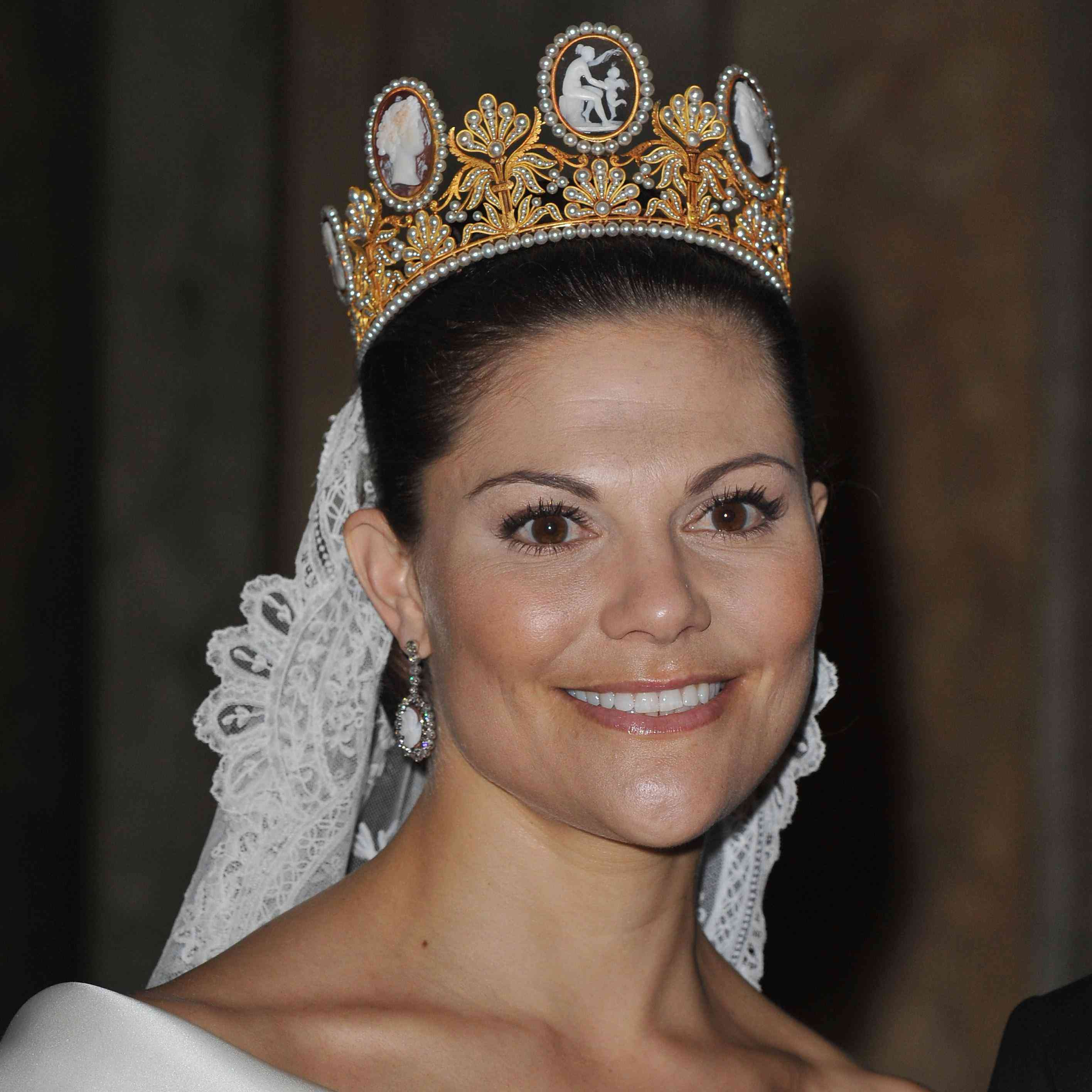 36 Best Fashion Monitor Journalism Awards Images On: Princess Victoria Of Sweden Wore Her Mother's Dress 23