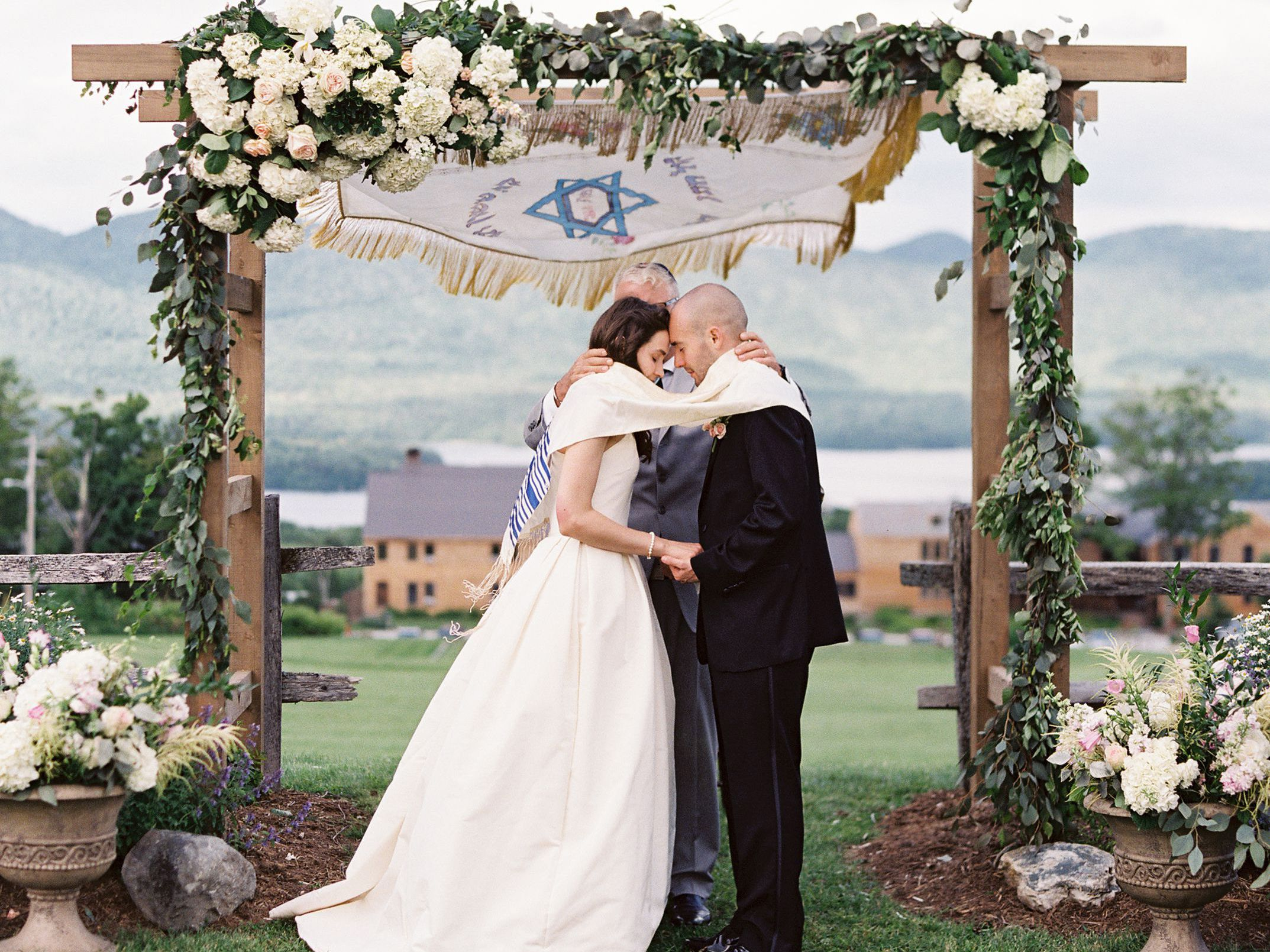 13 Jewish Wedding Traditions And Rituals You Need To Know