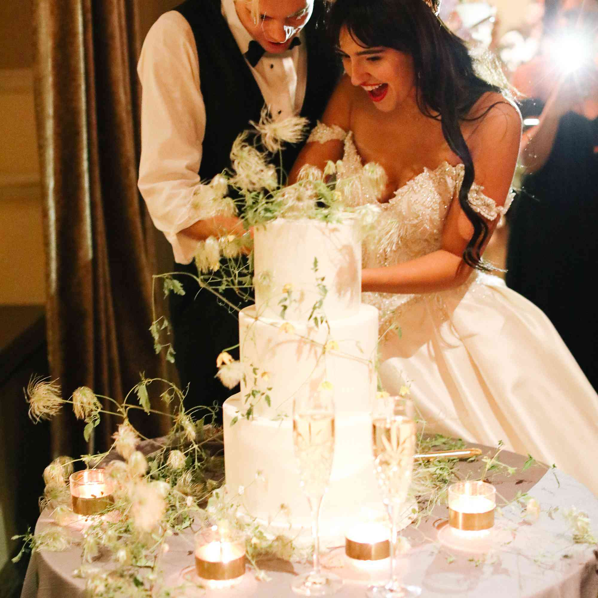 savannah and riker wedding, cake cutting
